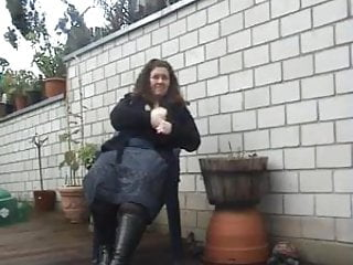 Free amateur plumpers - Cute plumper outdoors peeing