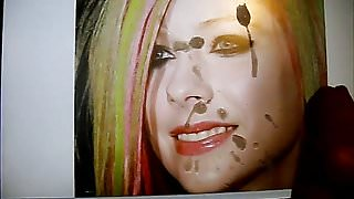 Creaming Avril Lavinges face