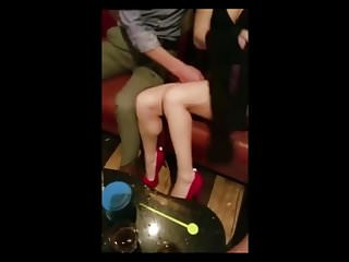 Bar slut jizz Dude fingers a slut at the bar until she squirts