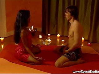 Asian moves - Sensual lovers try intimate massage moves