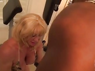 Free lesbian bodybuilder videos - Mature female bodybuilder wild kat and ebony muscle nadia