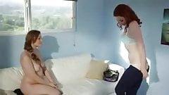 Две женщины трахают друг друга