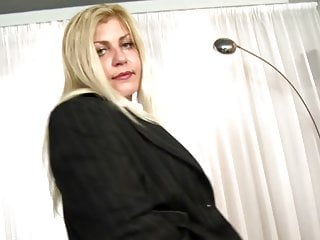 Free boy mom sex videos - Mature sex bombs moms seduce young boys