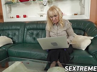 Young gals porn Mature gal shows hung young guy she still has it in her