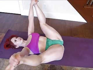 Milf yoga - Pawg milf yoga hip stretch