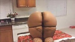 booty twerkin in the kitchen