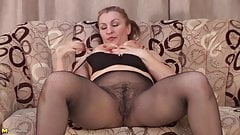 Amateur mother with big butt and hairy cunt
