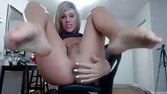 Trap girl fingers her arse
