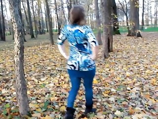 Off penis show - 22yr old amanda showing off her ass at the park