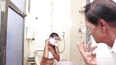 Indian hot bahu ko choda sasur ne bathroom me