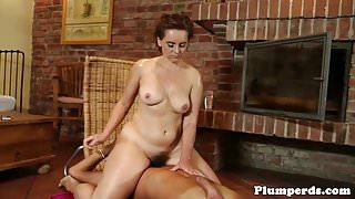 Massage loving bbw gets pussylicked