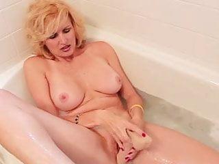 Racquel darrian thumbs - Racquel devonshire masturbating in bath