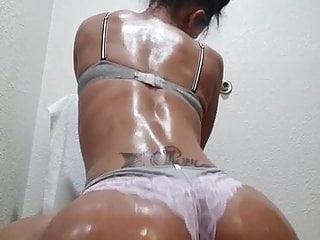 Uncut pussy poppin music video Poppin pussy cuban mami