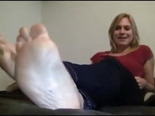 Womans sexy feet - Blonde woman has massive feet