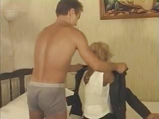 Une vieille maitresse sex scenes Une vieille blonde avec un gigolo