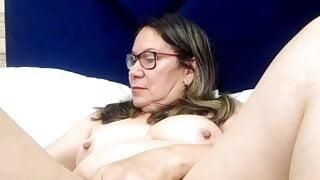 Mature MILF Victoria Wayne in Webcam