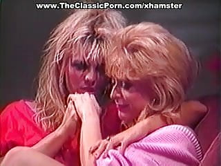 Nub porn Lesbian mouth petting dripping nub