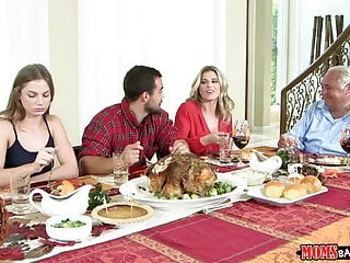 Cunnilingus thanksgiving Moms bang teen - naughty family thanksgiving