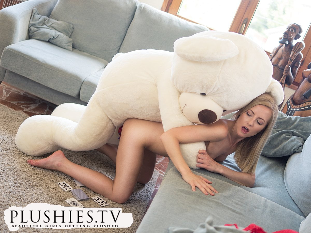 bear-fucking-hot-girl