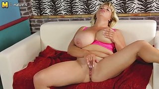Sexy mature stepmom with big boobs and hungry cunt