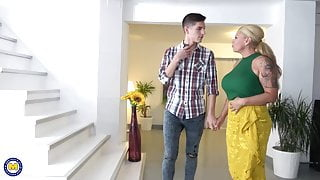 Sex bomb mother seduces young step son