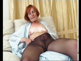 Free mature pantyhose Mature pantyhose hairy pussy solo