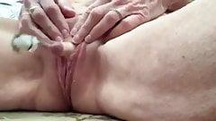 Mature woman pump her fat clit