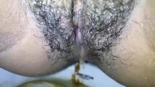 Bangladeshi girl pissing caught