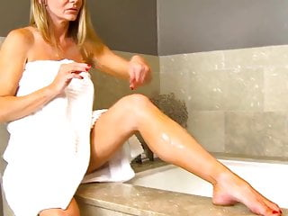 Breatt michaels girls nude Amber michaels bath time