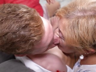 Valente rodriguez nude - 3 mamies valent mieux quune