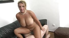 Sexy MUM with Nice Shaved PUSSY