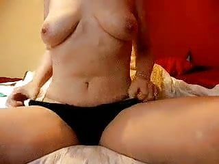 Chick fucking a corpse - Mature horny chick fucking her dildo