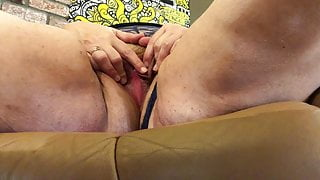 BBW masterbation to orgasm - amateur mature plays with vibe
