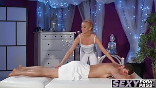 Massage chick Cayla Lyons blows cock and gets fucked