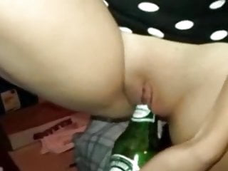 Young mom sex videos - Young mom fucks a beer bottle