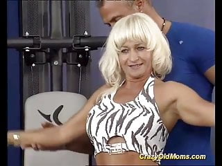 Muscled man sex - Muscle mom sex at the gym