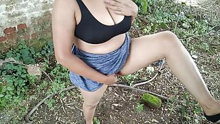 Chachi Ne Jungle Me Gand Dikhayi oR Ghar Aakar Choot Chudaya