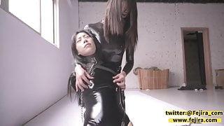 Fejira com, Latex lady falls into the trap
