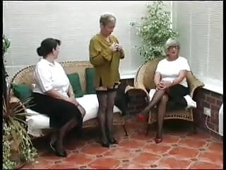 Very mature thumbs - 3 very mature ladies stripping