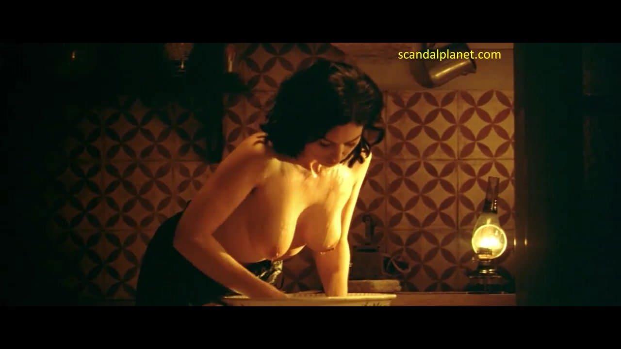 Monica bellucci nude sexy boobs in malena picture