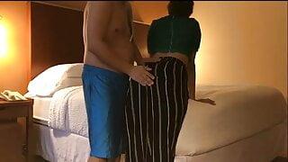 Dost Ki Wife Ko Hotel Room Me Rulaya