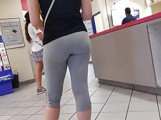 White line vagina Pawg yoga pants white girl vpl waiting in line part 2