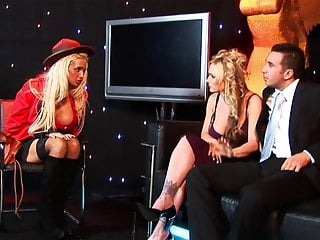 Strip club gentlemans - Pro sluts are willing to fuck this customer in the strip club