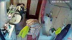 Meine Frau in der Dusche, große Nippel, dicker Arsch