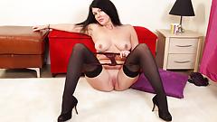English milf Sassy lets us enjoy her juicy fanny