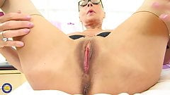 Modern mature mother with thirsty vagina