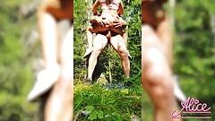 Ehefrau Doggystyle und tiefes Lutschen im Wald - drinnen kommen