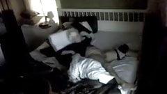 Мастурбация в спальне перед скрытой камерой