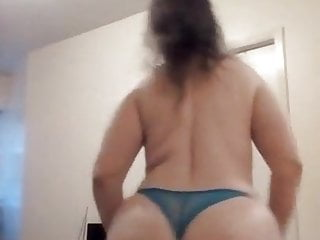 Singing nude video - Big booty mom singing show every sunday live