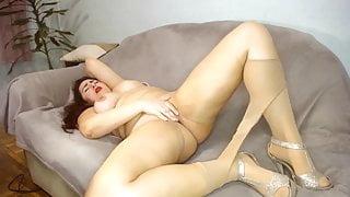 hot brunette masturbate pussy till orgasm